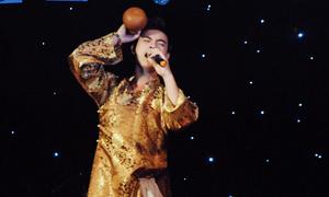 Chàng say hát phiêu du trên sân khấu