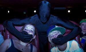Ninja tàng hình như bóng ma trong rạp chiếu phim