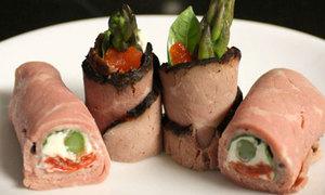Sandwich ngón tay từ thịt giăm bông