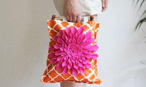 Điệu đà ngày thu với chiếc túi hoa rực rỡ