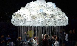 Mây mưa bóng đèn khổng lồ