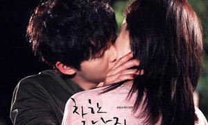 Sao Hàn tíu tít ôm hôn trên màn ảnh nhỏ