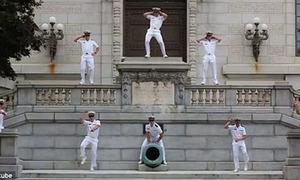 Cơn sốt Gangnam Style lan đến trường học