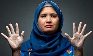 Người phụ nữ 'cuồng' rửa tay 300 lần mỗi ngày