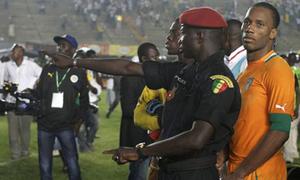 Drogba 'thót tim' vì bạo loạn tại CAN Cup