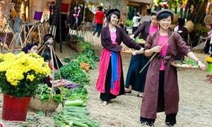 'Rồng rắn' đi chợ phiên đậm chất quê