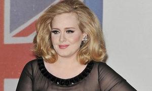 Adele sinh con trai đầu lòng