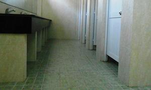 Kẻ biến thái quay lén nhà vệ sinh nữ trường Nhân văn