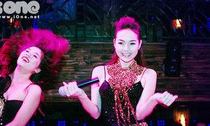 Minh Hằng diện trang sức khủng nhảy múa sexy