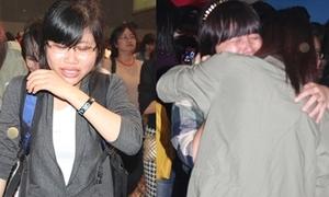 Fan ôm nhau khóc nức nở sau fan meeting