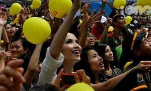 Hoa hậu Diễm Hương thả bóng bay cùng bạn trẻ Sài thành
