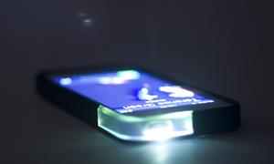Case phát đèn báo tín hiệu siêu 'kool' cho iPhone 5