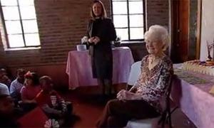 Cô giáo già nhất thế giới qua đời