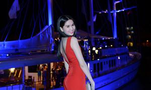 Ngọc Trinh 'thả dáng' xinh tươi bên du thuyền 720 tỉ đồng