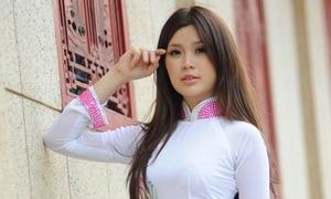 Miss Teen Diễm Trang đằm thắm với áo dài hoa sen