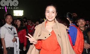 Hoàng Thùy Linh hớn hở đi xem Đại nhạc hội Kpop