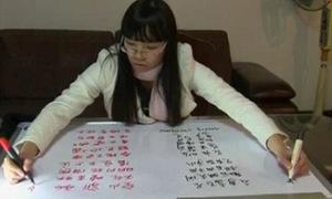 Cô gái cùng lúc viết 2 tay 2 thứ tiếng