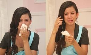 'Búp bê Tây' khóc mếu vì... sợ nấu ăn