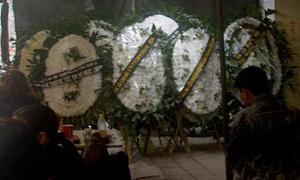 Đám tang ngập hoa trắng của lớp trưởng bị đâm chết