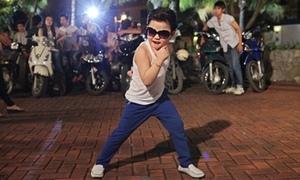 'Psy nhí' khoe vũ đạo cực bốc trên hè phố Việt Nam