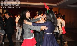 Teen Hà thành 'nổ' hết mình trong đêm tiệc Noel