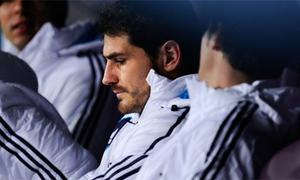 Casillas sầu thảm trên băng ghế dự bị