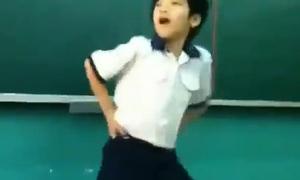Học sinh tiểu học nhảy Gangnam Style giống y bản gốc
