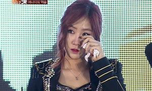 Sistar bật khóc vì bị khán giả lạnh nhạt
