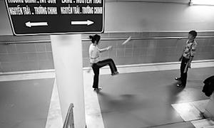 Người Hà Nội 'luyện công' dưới hầm tránh giá rét
