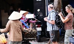 Hàng rong chèo kéo khách Tây ở Sài Gòn