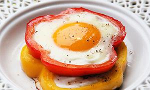 Trứng ốp lết rực rỡ sắc màu