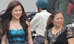 Mẹ Hương Tràm lên tiếng về tin đồn tình cảm của con gái
