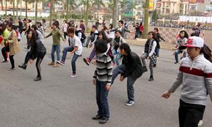 Giới trẻ Hà thành hối hả tập nhảy flashmob đón giao thừa