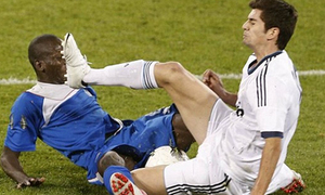 Con trai Zidane học 'thần chưởng' từ bố