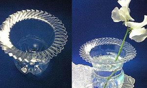 Độc đáo lọ hoa từ chai nhựa