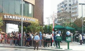 Giới trẻ Sài thành bị chỉ trích vì 'hành xác' mua cafe