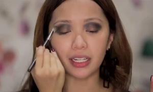 Clip: 'nữ hoàng makeup' lem nhem vì trang điểm không gương