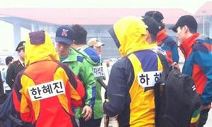 Dàn sao Running Man đổ bộ sân bay Nội Bài