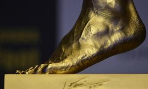 Ngắm 'bàn chân vàng' 3,5 triệu bảng của Messi