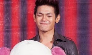 Sơn Ngọc Minh (V.Music) khóc vì được tặng quà sinh nhật sớm