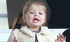 Con gái Becks hò hét cổ vũ trên khán đài