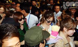 T-ara đổ bộ sân bay Nội Bài