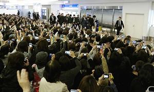 Hơn 1.000 fan Nhật chào đón JYJ 'về nhà'