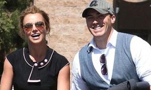 Bồ mới phải ký hợp đồng mới được hẹn hò Britney Spears