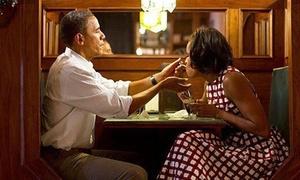 Bức ảnh vợ chồng Obama lay động hàng triệu trái tim