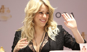 Shakira bận bịu quảng cáo, bỏ con ở nhà