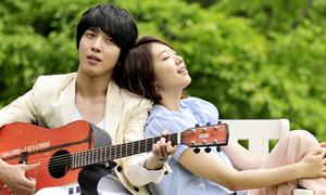 Yong Hwa CN Blue mải mê 'cặp kè' Park Shin Hye