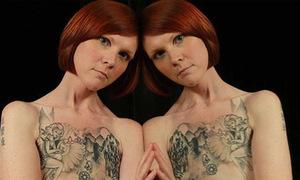 Những bức ảnh ngực phẳng lỳ của người phụ nữ 28 tuổi