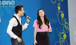 Trà Hằng, Minh Anh say sưa hát cùng sinh viên Tôn Đức Thắng