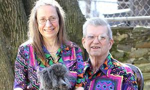 Cặp vợ chồng lãng mạn có tới 600 áo đôi